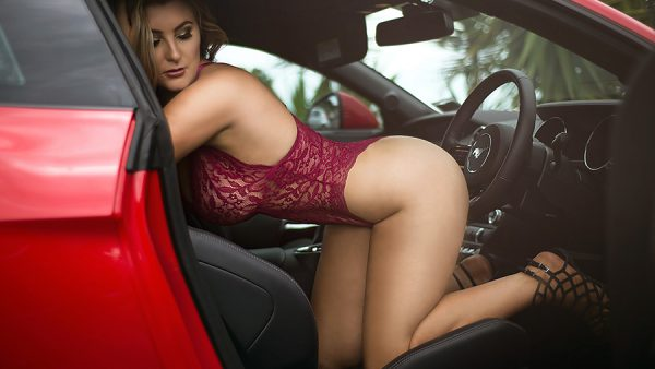 Pic of the Day; Bonnie Leigh Appears OnCover of Edition 72 – The Natural Sexy Edition