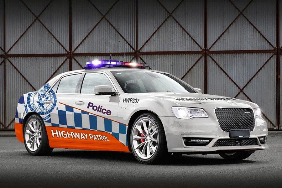 2018-Chrysler-300-SRT-Sedan-White-NSW-Police-1200x800p-2
